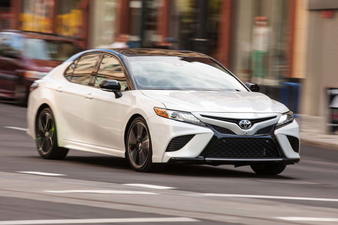 2018-Toyota-Camry-XSE-front-three-quarter-in-motion-03-e1497985584514.jpg