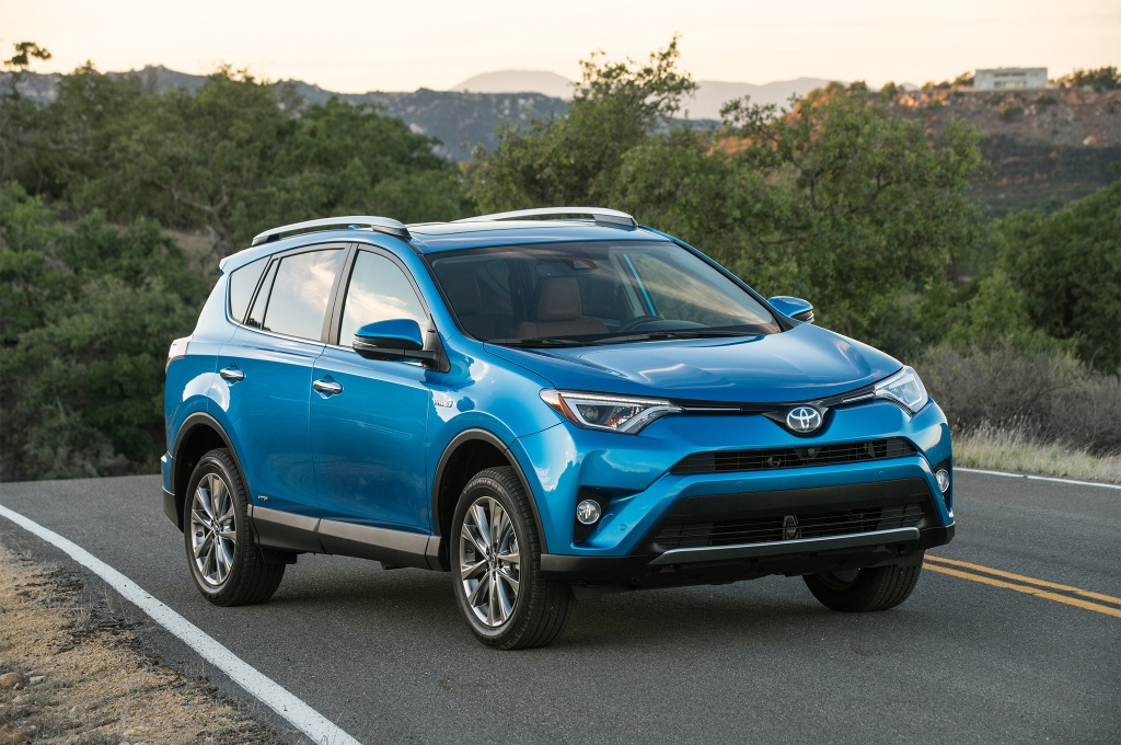 2017-Toyota-Rav4-Hybrid-Limited-front-three-quarter-01.jpg